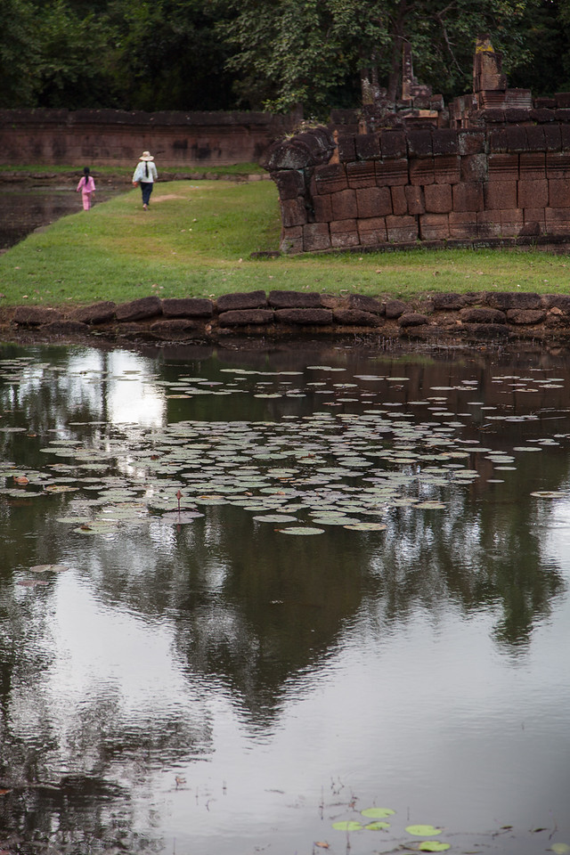 A woman and her daughter walking to work around Banteay Srei.