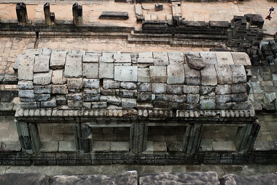 Baphon: Corbelling from above.