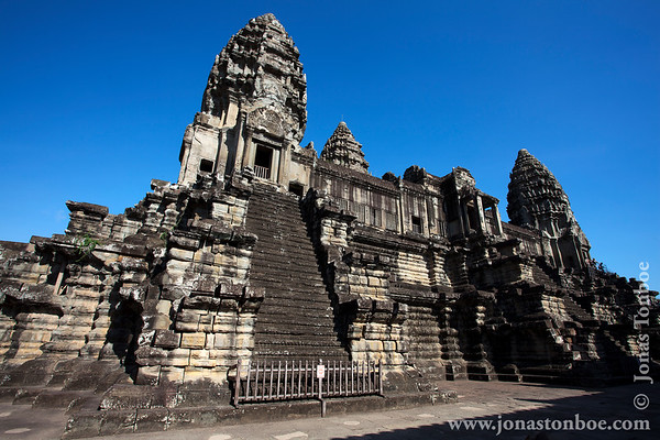 Siem Reap. Angkor Wat: Central structure, second level - third level towers