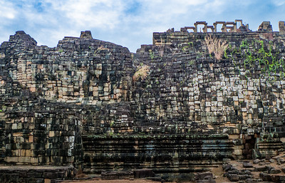 Baphon: You can just pick out  a reclining buddha. World's first pixellation?