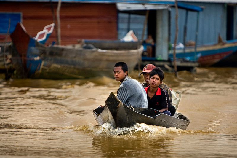 Three guys one boat on Tong Le Sap lake
