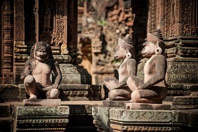 Храм посвящен индуистскому богу Шиве