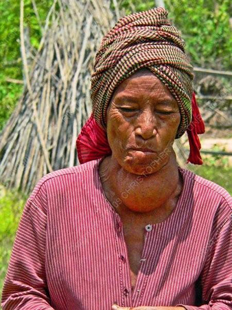 Cambodia - Siem Reap - Bampingreach - village woman