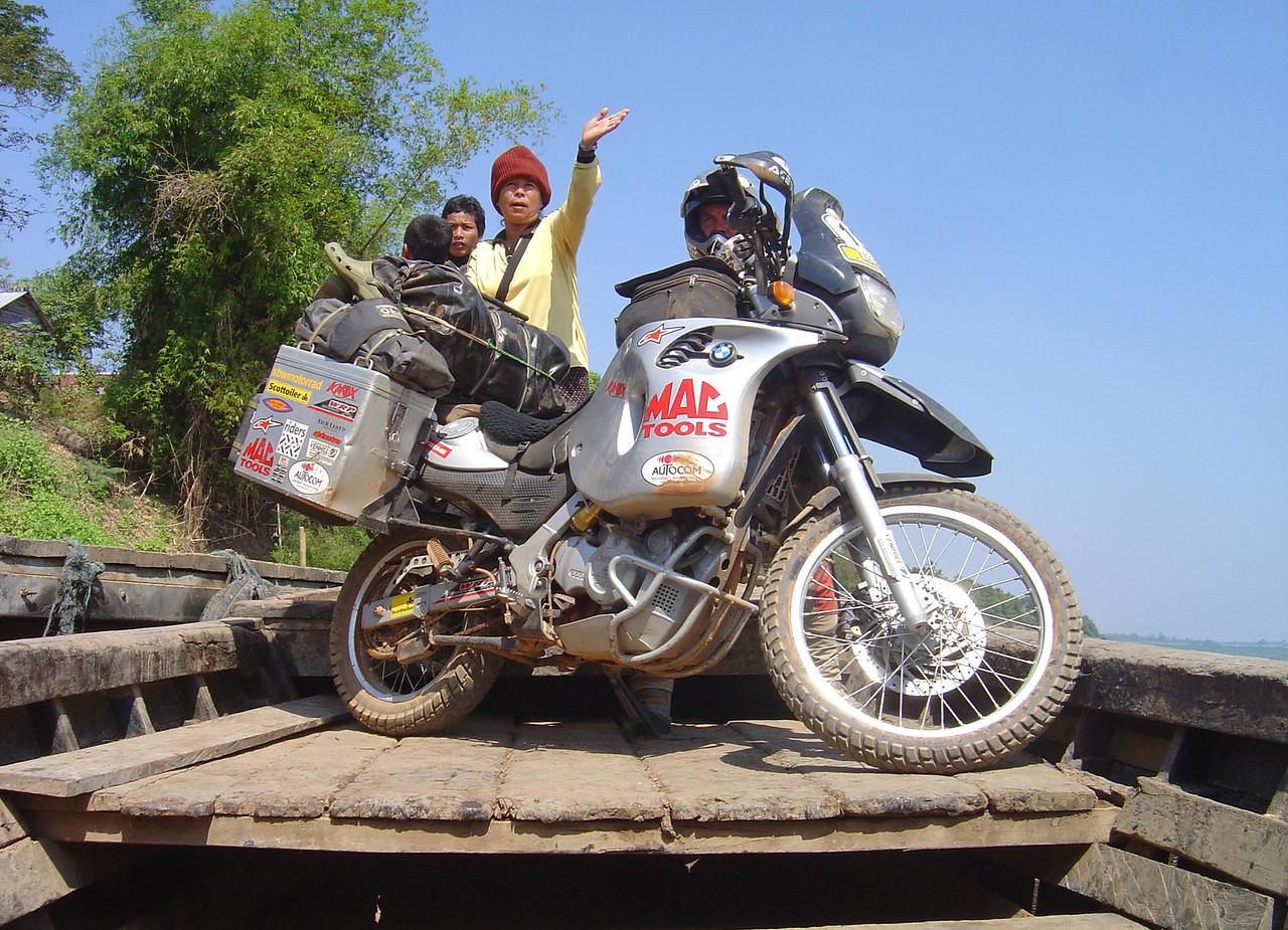 Thala Bariyat ferry to Stung Treng