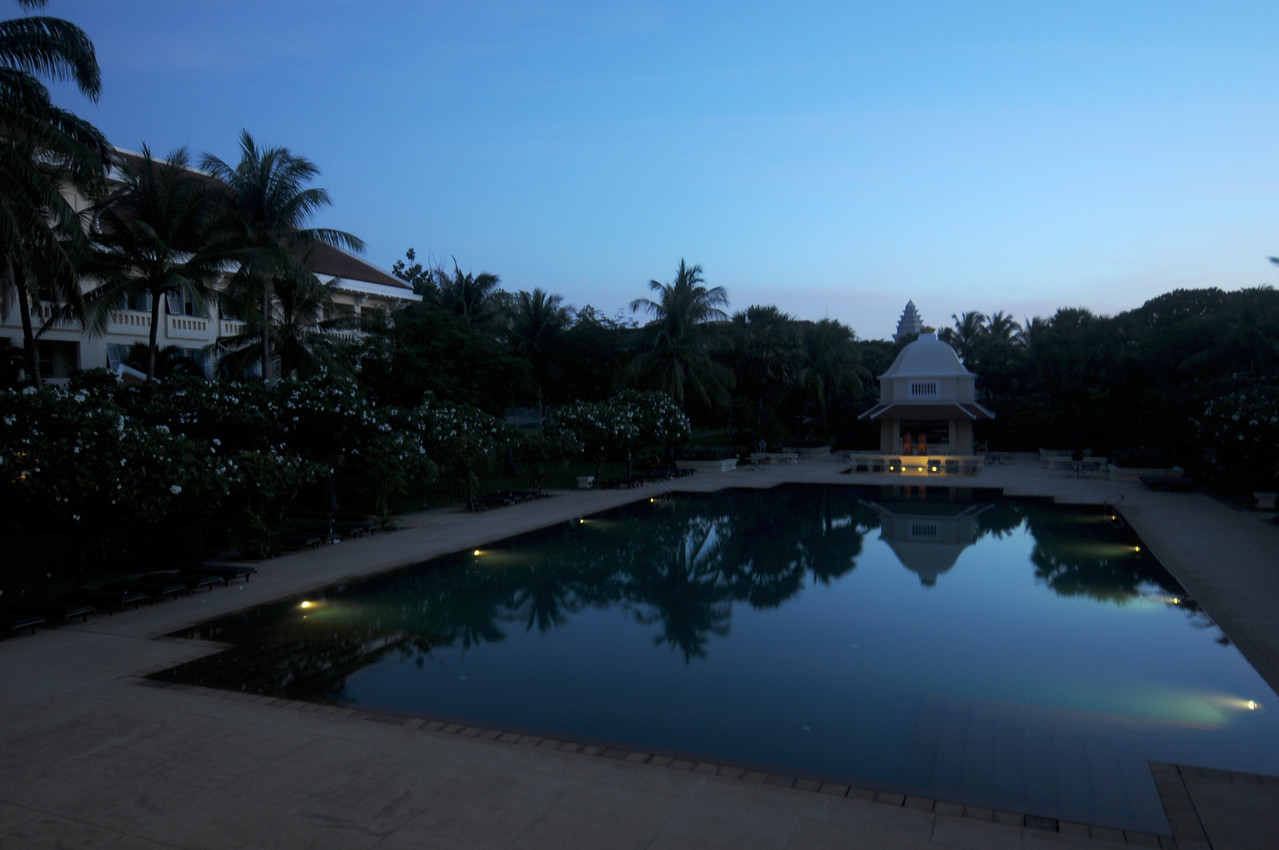 The pool at the Raffles just before sunrise.