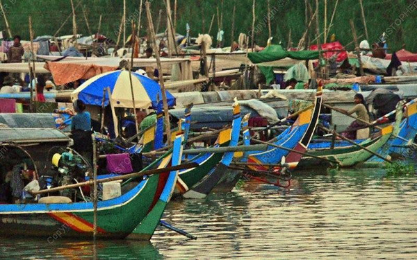Cambodia - Phnom Penh - Mekong - water slum - boats
