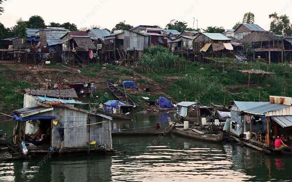 Cambodia - Phnom Penh - Mekong - water slum - embankment