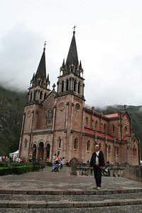 Covadonga - La Santa Cueva