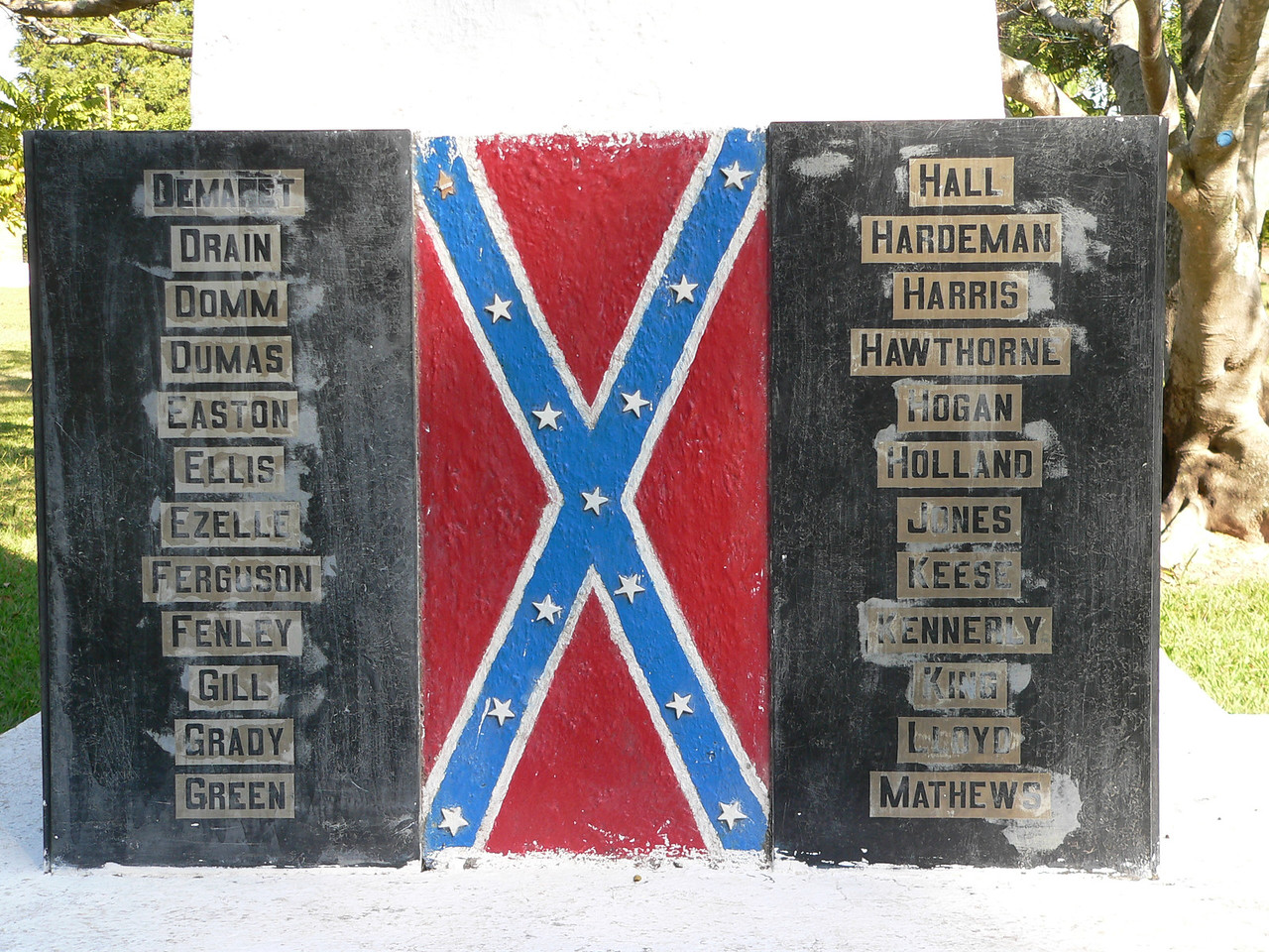 At the base of the white obelisk that stands in the front middle of the ground, are inscribed the names of the first families who emigrated to Brazil after the Civil War.