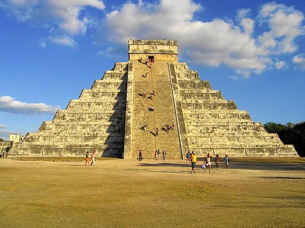 El Castillo (Pyramid of Kukulcán)