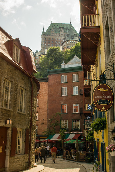 Looking the otherway with Chateau Frontenac looming above.