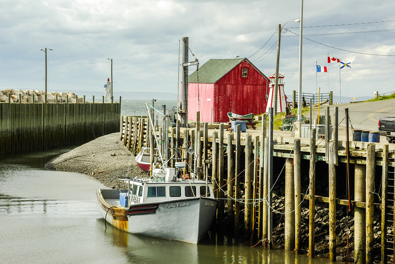 Extreme Tidal Harbor - Port George on the Bay of Fundy, Nova Scotia, Can