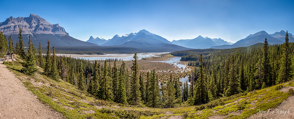 Saskatchewan River Crossing valley, Icefields Parkway, Banff National Park, Alberta