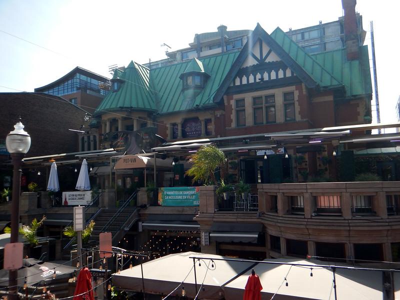 Quebec hop on-hop off bus tour