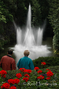 Couple viewing the fountain at the Butchart Gardens, Victoria, British Columbia. © Rob Huntley