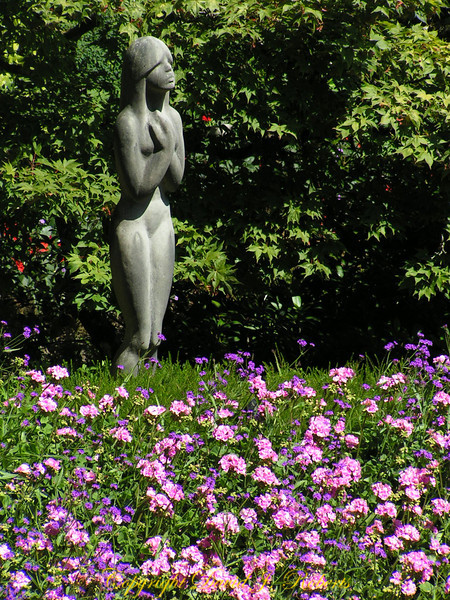 Woman statue in Butchart Gardens, British Columbia