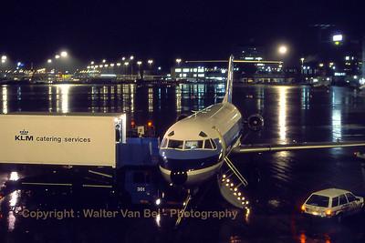 NLM_CityHopper_Fokker_F-28-4000_PH-CHN_cn11176_EHAM_Nov1988_scan15_WVB_1100px_re-edit