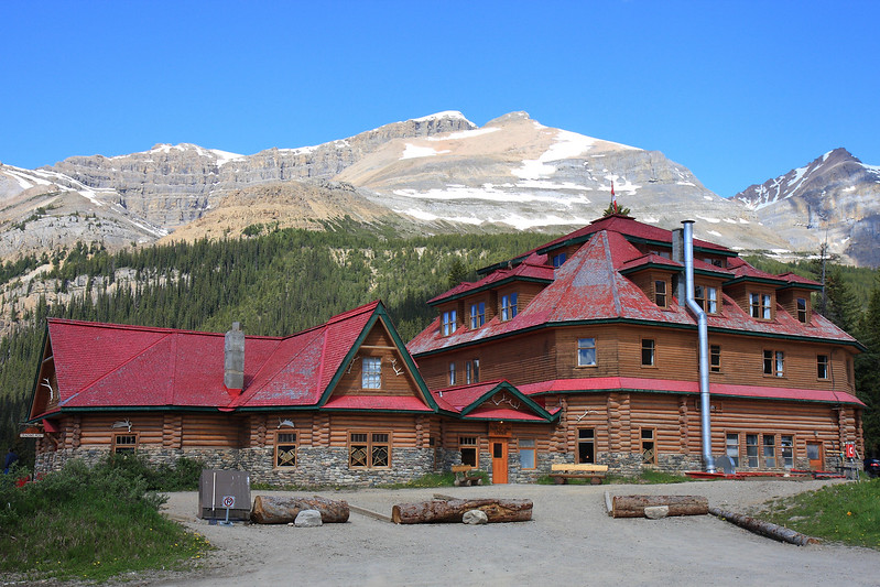 Num-Ti-Jah Lodge near Bow lake & Bow Glacier