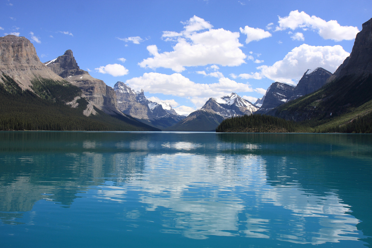 Maligne Lake-View from boat