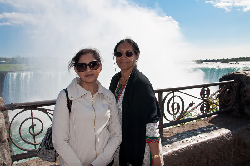 Geeta and Savita at Horseshoe Falls.