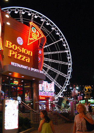 Boston Pizza and the SkyWheel at Clifton Park