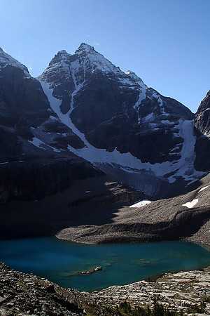 Lake Oesa and Yukness Mountain (2,847m).