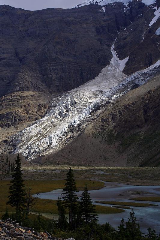 Berg Lake (km 17).