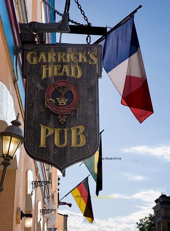 Garrick's pub sign 3288 3289