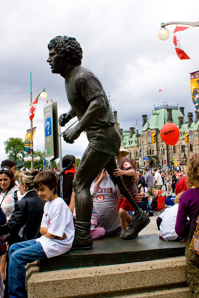 """<strong><span style=""""color:Green"""">Canada Day 2007:</span></strong> Terry Fox status </br> (have this movie on VHS - good movie!)"""