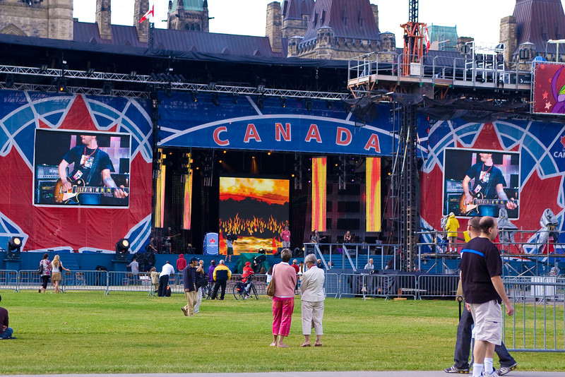 "<strong><span style=""color:Green"">Canada Day 2007:</span></strong> Concert in the park."