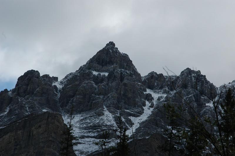 The mountains around Mistaya Canyon