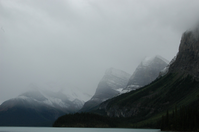 The moutains around Maligne Lake