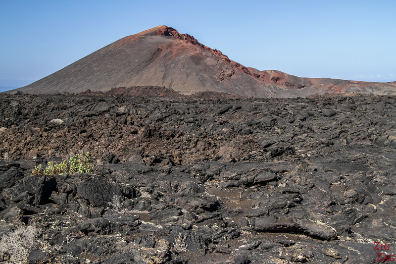 Tremesana Timanfaya National Park Walking Tour - Photo red volcano and lava