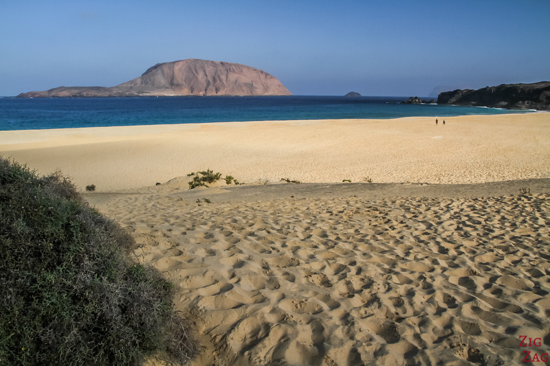 Things not to be missed in Lanzarote - Explore the island of La Graciosa - Fabulous gold sand beach with almost nobody