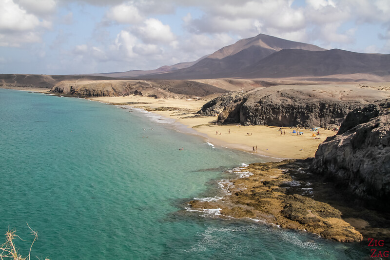 Best beaches in Lanzarote for Sunbathing - play Mujeres and Papagayo beaches
