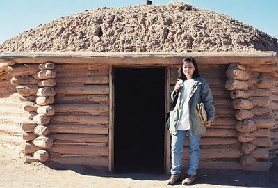 11/13/99 Navajo Hogan at Canyon de Chelly Visitor Center.
