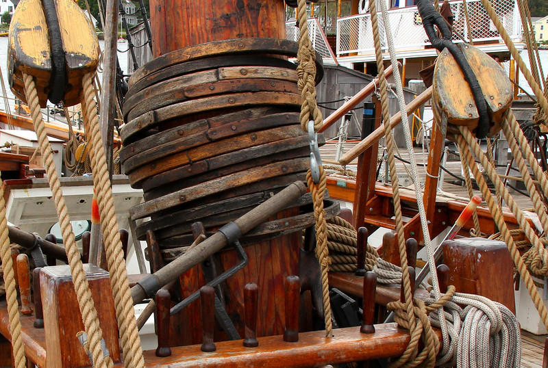 Sail rings on the main mast of the Amistad.
