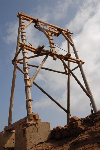 Pylon for aerial ropeway