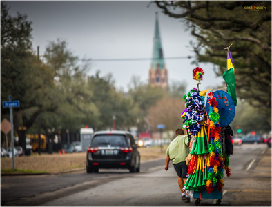 Street vendor on Napoleon Avenue making his way to the start of the Okeanos parade.
