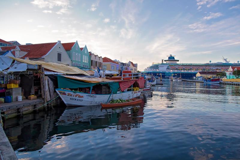 Venezuelan Market by boat