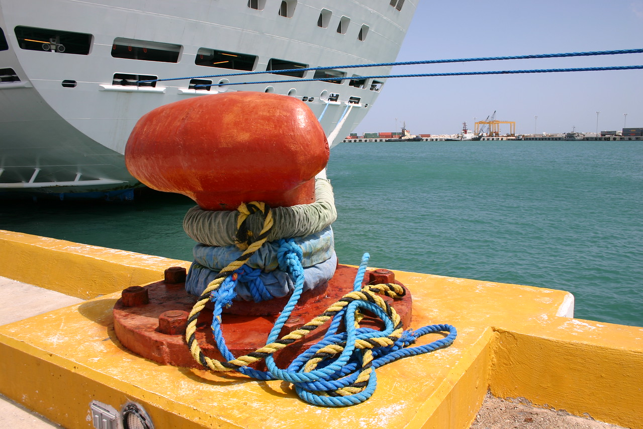 Stay It takes more than a voice command to keep a cruise ship in place