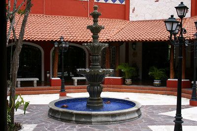 Splish This fountain wasn\'t very splashy, it mainly trickled, with an occasional splish