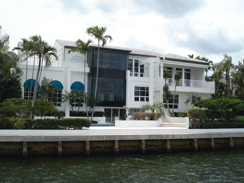 This mansion belongs to Michael Mann, the acclaimed producer and director. Mann filmed many scenes of his television show, Miami Vice, here.