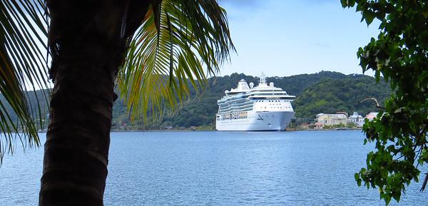 'Brilliance of the Seas' anchorage in Roatan