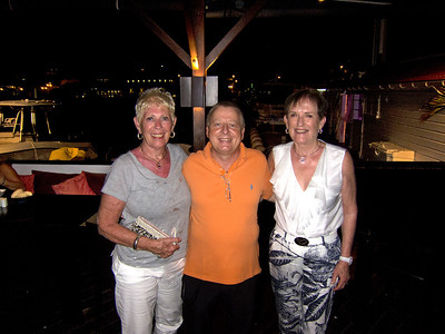 Eleanor and Diane with owner of Harbourside Saladerie