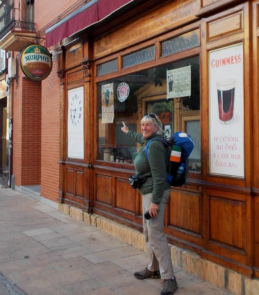 Carmel discovers Irish pub in Sahagun - shut because it's 0730.