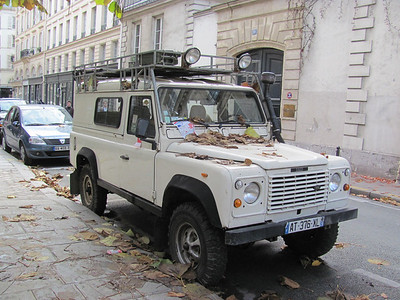 Sweet abused borderline abandoned D110 on French streets, clearly used for some exploring.  Back seat was full of gear for camping.   Beat up, & beautiful.  Rare Michelin XZL tires.