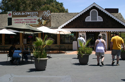 After a hard 3-hour hike in the sun, we stop at Casa de Fruta looking for ice cream--and there it is, at Casa de Sweets! I can tell just from the name that I'm in big trouble!