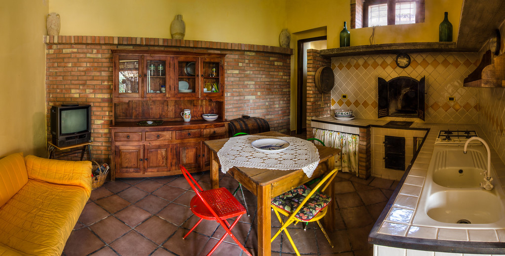 L'unica con un forno e cucina a legna / The only house with a wood fired stove and oven