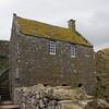 Benholm's Lodging. Desde fin de los 1300s las antiguas fortificaciones de madera fueron reemplazadas por piedra por Sir William Keith. En 1531 Dunnottar fue declarado una de las principales fortalezas de la realeza y fue otorgada al Conde Mariscal de Escocia por James V.